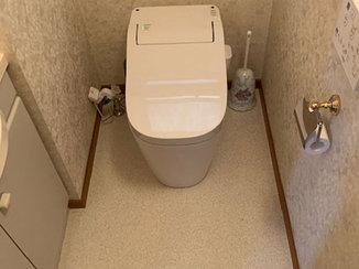 トイレリフォーム 明るくて掃除がしやすいトイレと浴室