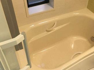 洗面リフォーム 手すりがつき、快適に使えるようになったお風呂