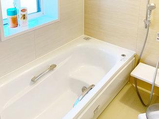 バスルームリフォーム 水漏れを解消し、断熱窓で寒さ対策をしたバスルーム
