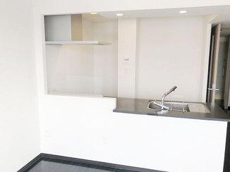 内装リフォーム コントラストのきいたモダンで開放的なお部屋