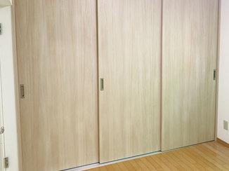 内装リフォーム 広いLDKを仕切って部屋を分けられる3枚吊り戸