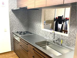 キッチンリフォーム 使いやすくすっきりとしたデザインのキッチン・トイレ