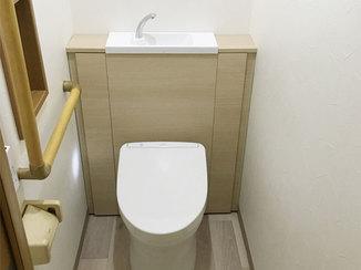 トイレリフォーム すっきりした空間に仕上げる棚つきトイレと、住まいの不便を解消