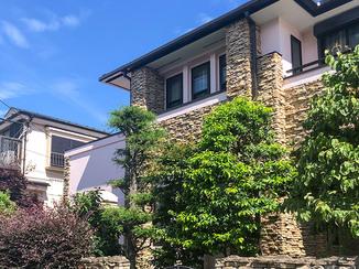 外壁・屋根リフォーム 明るい色の外壁と、コストと施工期間を考慮した屋根