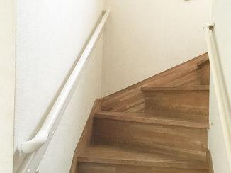 小工事 階段の上り下りを楽にする、増設した手すり