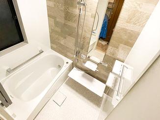 バスルームリフォーム 清掃性と意匠性にこだわった快適な水廻り