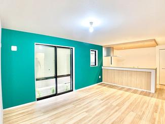 内装リフォーム 新築の家をカラフルに彩るアクセントクロス