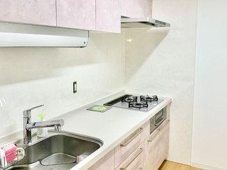 キッチンリフォーム 色や内装にこだわった、使いやすくて明るいキッチン