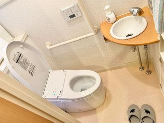 トイレリフォーム 床までキレイになった使いやすいトイレ