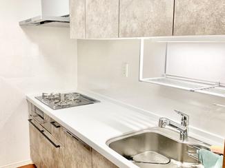 キッチンリフォーム 落ち着いたカラーに統一した快適な水廻り設備