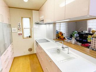 キッチンリフォーム キレイで使いやすい、収納が充実したキッチン